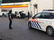 Politiecontrole met getrokken wapens bij tankstation Gouda na tip