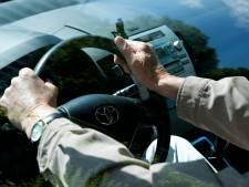 Bumperkleven en veel te hard: politie vordert rijbewijs Leeuwarder (54) in