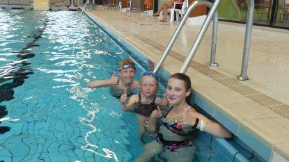 Eerste zwemmers duiken in het water van Palaestra