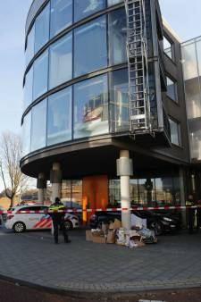 Voorwaardelijk geschorste advocaat (32) door cliënt gestoken met een schaar op kantoor in Eindhoven