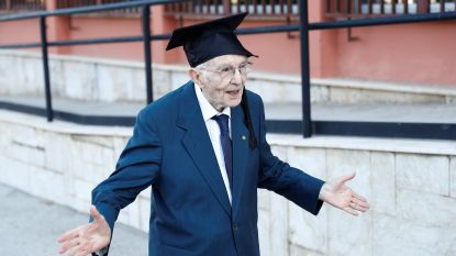 """Giuseppe (96) behaalt universitair diploma als oudste Italiaan ooit: """"Ik heb mijn droom waargemaakt"""""""