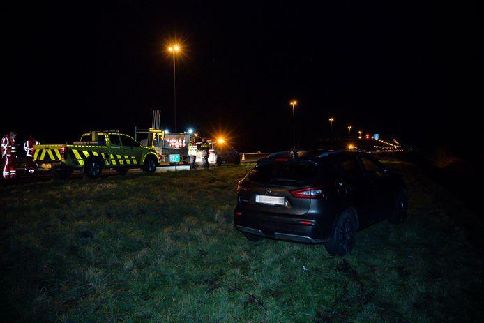 Gewonde man in auto in berm langs A58 bij Tilburg.