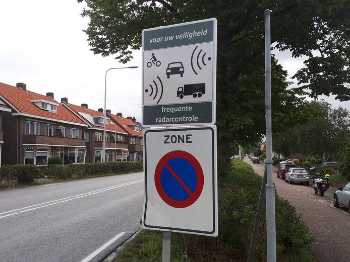 Een nieuw bord aan de Middelburgsestraat in Goes waarschuwt voor controles.