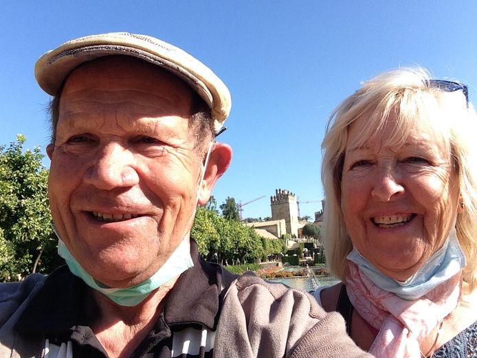 Momenteel genieten Francis en zijn vrouw van de zon in Spanje