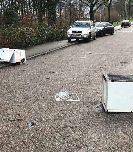 Schade door harde windvlaag in Den Bosch: 'We zagen alles voorbij vliegen'