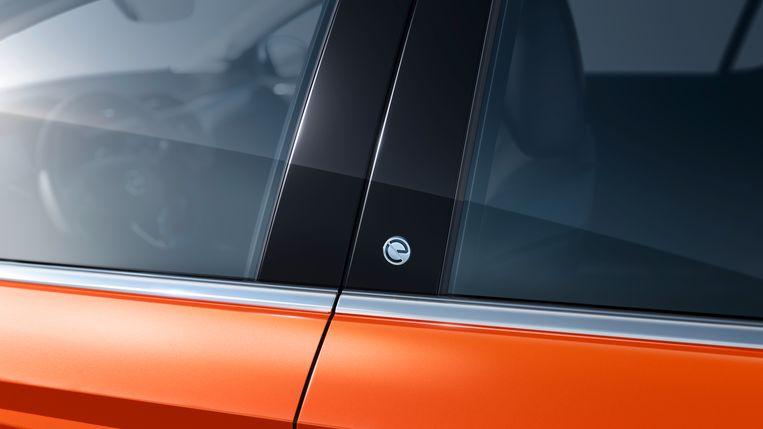 Strikt genomen een vignetje ter waarde van € 4.000: het bescheiden logo van de Corsa-e. Beeld