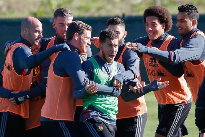 De Belgische selectie viert feest op de training.