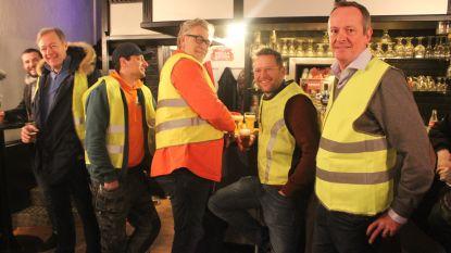 Protest van 'gele hesjes' aan café Club: carnavalsgroep 't Reigert wil niet dat cafébaas café Club sluit met carnaval