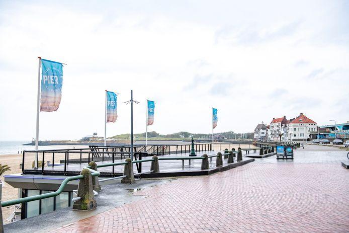De paal voor de bewakingscamera op het 'dak' van Pier 7 staat er al. De veiligheidscamera wordt er later deze week in gehangen.