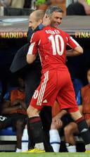 Arjen Robben met José Mourinho tjidens Bayern München - Internazionale op 22 mei 2010.