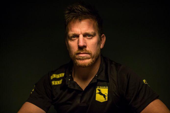Trainer Wouter Schouten beleeft zware tijden. Als trainer van hekkensluiter Ruurlo, maar vooral privé.