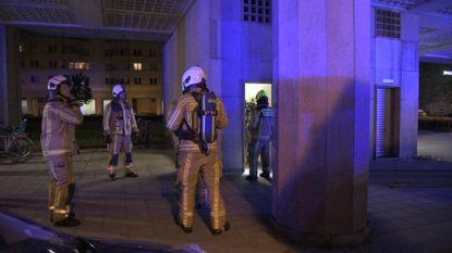 Evacuatie van bewoners flatgebouw Luchtbal na kelderbrand