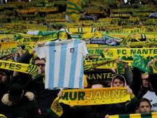 Spelers en fans FC Nantes staan stil bij overleden publiekslieveling Sala