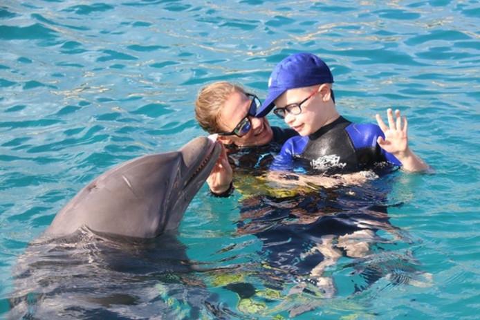 John's zoon Jens ging twee jaar geleden in dolfijntherapie. Het gaat nu goed met hem.