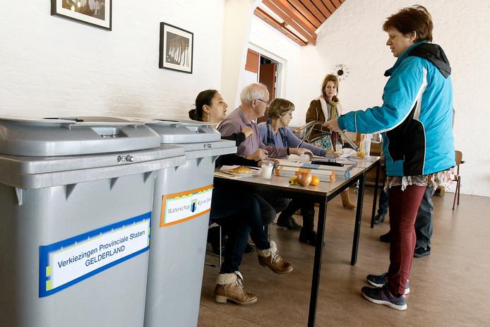 Kiezers konden woensdag stemmen voor de provincie en het Waterschap. In het gebied Rijn & IJssel blijft het CDA de grootste partij in het bestuur van het waterschap. Archieffoto Jan Houwers