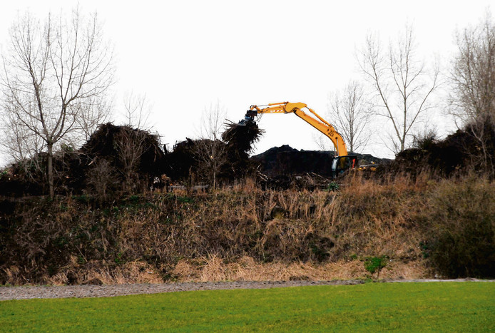De voormalige stortplaats aan de Stellestraat in Hulst, tien jaar geleden.