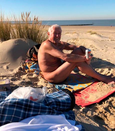 Het is nog winter, maar Karl-Heinz (76) ligt al naakt op het strand in Zeeland