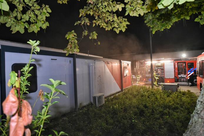 De brandweer heeft het noodgebouw van Arriva in Tilburg geventileerd.