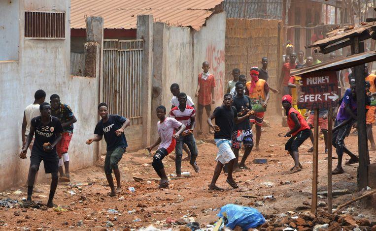 Betogers botsten in maart met de politie in de hoofdstad Conakry toen president Condé een nieuwe grondwet bekrachtigde die de teller van zijn aantal dagen in het presidentieel paleis weer op nul zette. Beeld AFP