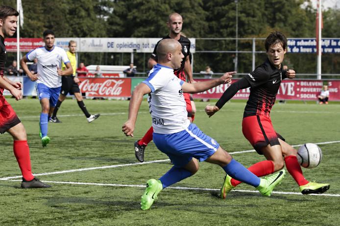 Mats Hegman (rechts) speelt komend seizoen voor Alverna.