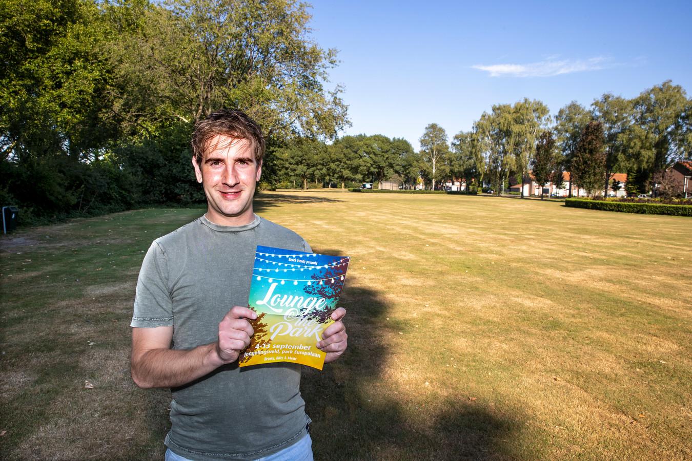 Organisator Renzo Dielesen op het Jongelingsveld aan de Europalaan waar in september Lounge @ The Park is.