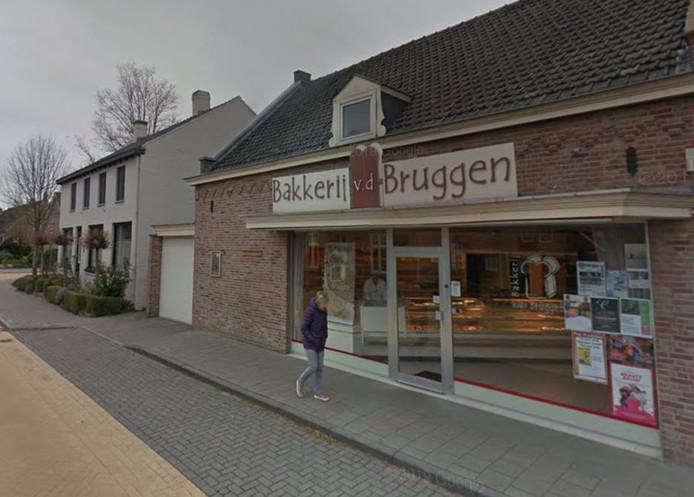 De inmiddels gesloopte bakkerij Van der Bruggen aan de Kerkstraat in Riel