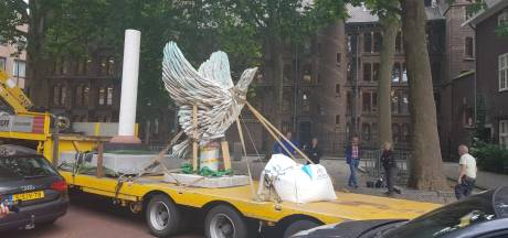Eindelijk heeft het Anne Frankplein zijn vogel: 'Jullie zijn een parkeerplaats kwijt'