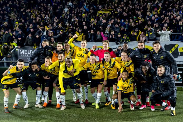 Blijdschap bij de selectie van NAC na de winst op Feyenoord.