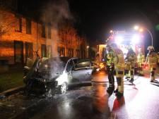 Politie na zoveelste autobrand: 'Zwolle staat niet in brand, dat is overdreven'