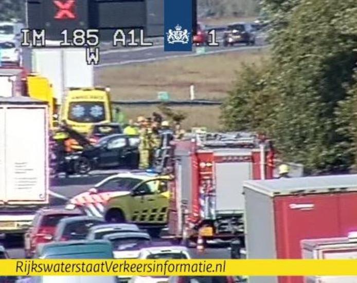 Veel hulpdiensten op de A1 bij Apeldoorn-Zuid