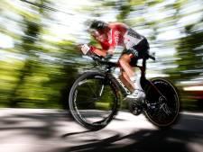 LIVE | Tour Van Aert voorbij na val in tijdrit, De Gendt voorlopig snelste
