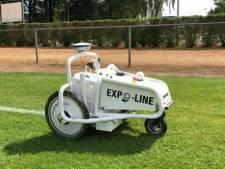 Digitale terreinknecht: robot trekt lijnen op voetbalvelden in Goirle
