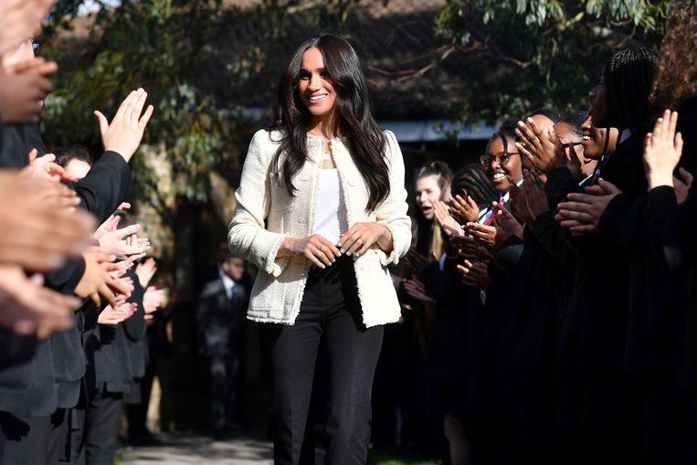 Meghan Markle bij het bezoek aan een Britse school in maart