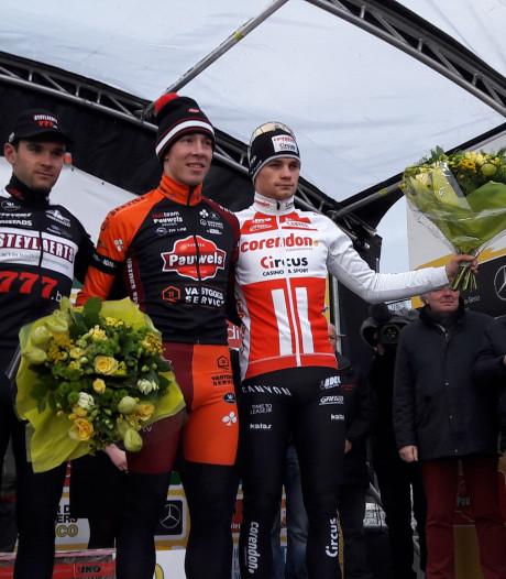 David van der Poel knokt zich in slotronde Brico  Cross Essen naar derde plaats