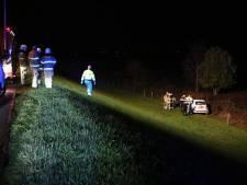 Automobiliste rijdt Drielse Rijndijk af en raakt gewond