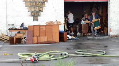 """Schade in vintage meubelwinkel na brand: """"Erger kunnen voorkomen dankzij alerte getuigen"""""""
