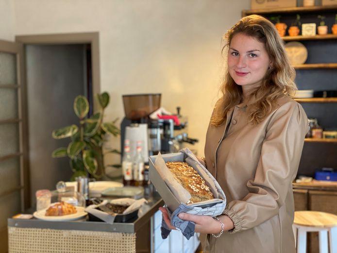 Salomé in haar koffiehuis Nana dat drie weken geleden opende.