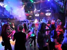 Van stamtafel tot podiumdouche - alles van Zeelands beroemdste disco De Hooizolder is nu te koop