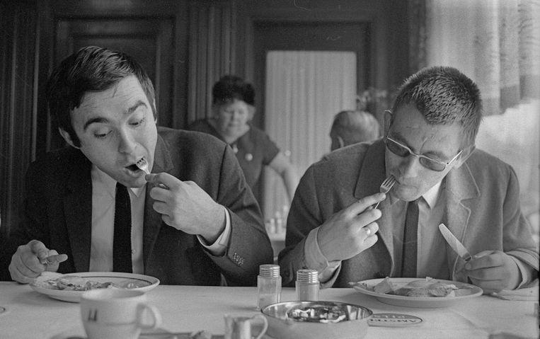 K. Schippers en J.Bernlef in café Royal, Amsterdam, 1967 Beeld null