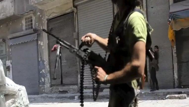 Een strijder van het Syrische Vrije Leger in Aleppo. Beeld ap