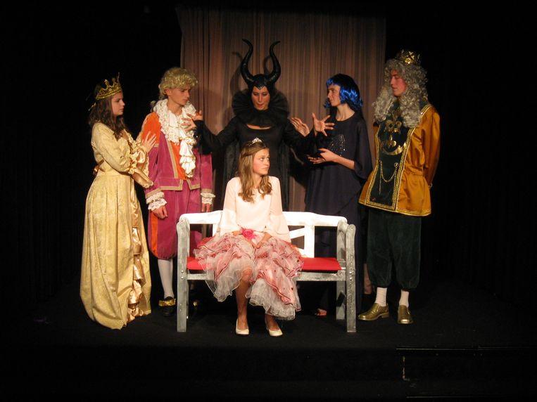 De jonge acteurs van Theater Piep repeteren voor hun volgende toneelstuk.