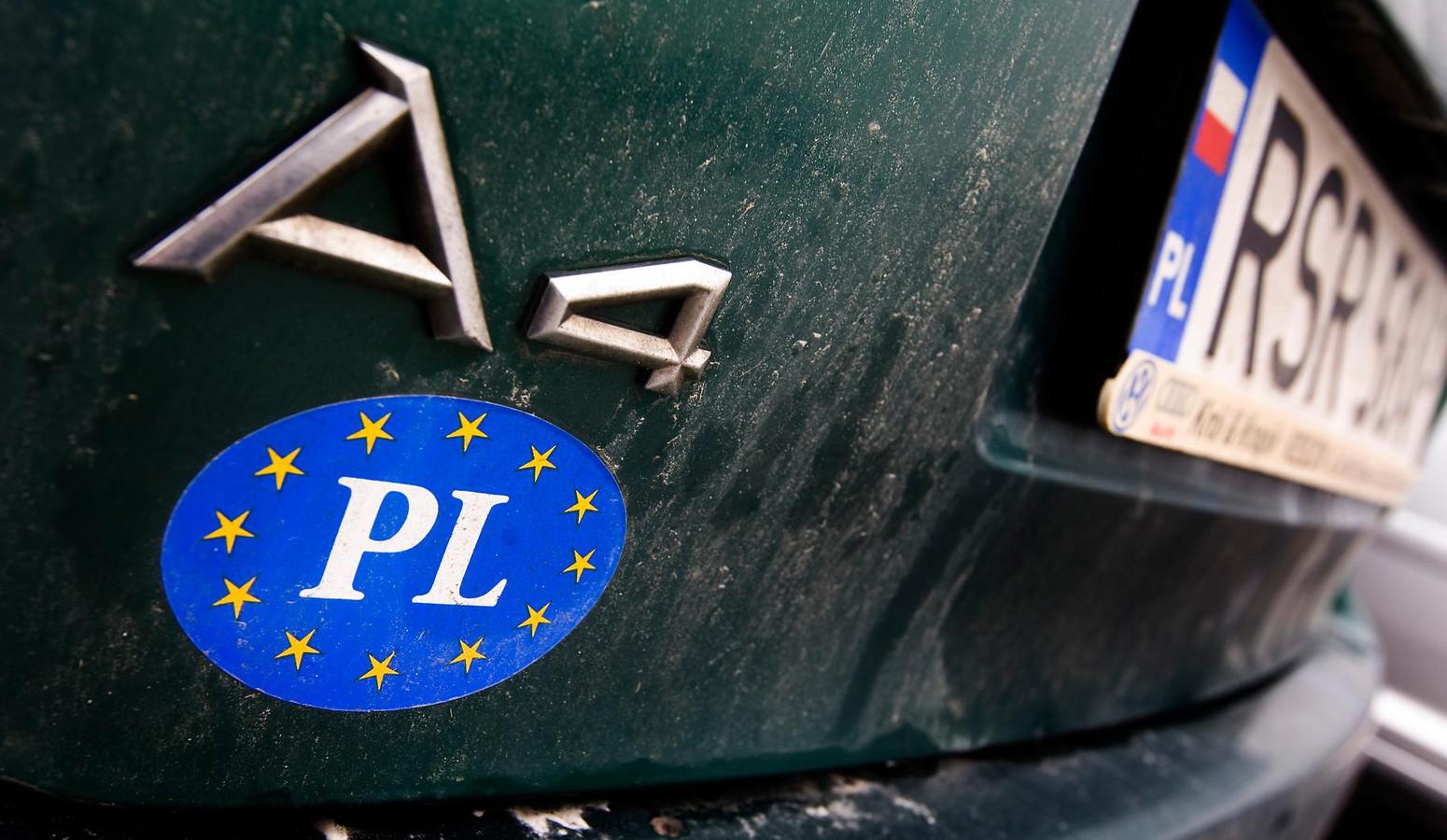 Een auto met Pools-kenteken. Veel Oost-Europese migranten komen uit Polen