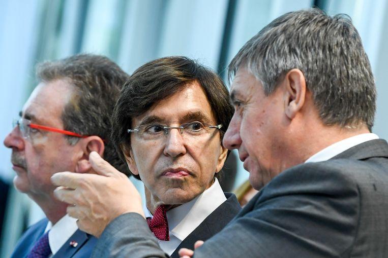 Ook Brussels minister-president Rudi Vervoort (PS) (links) is aanwezig op de  Société Européenne des Satellites in Luxemburg aanwezig.