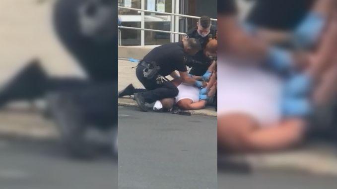 Hardhandige arrestatie in Allentown: agent drukt knie op nek