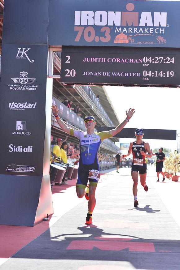 Triatleet Jonas De Wachter tijdens de Ironman 70.3 in Marrakech