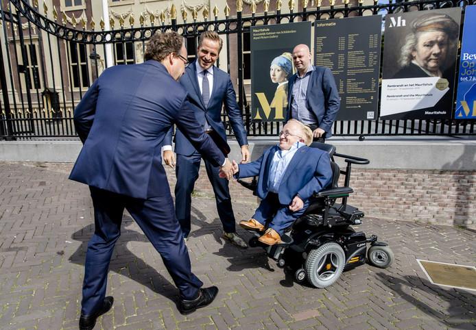 Omdat hij veel in Haagse kringen verkeert, zoals hier met de ministers Wouter Koolmees van Sociale Zaken en Werkgelegenheid  en Hugo de Jonge van Volksgezondheid, Welzijn en Sport (CDA) verlaat Rick Brink de gemeenteraad.