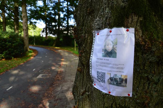In de buurt van Paleis Soestdijk en in de omgeving van de Hilversumsestraatweg in Baarn werd gezocht naar de vermiste Anne Faber.