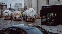 """Tijd om vrachtwagens uit bebouwde kom te weren? """"Verbied vrachtverkeer een halfuur voor en na schooltijd"""""""