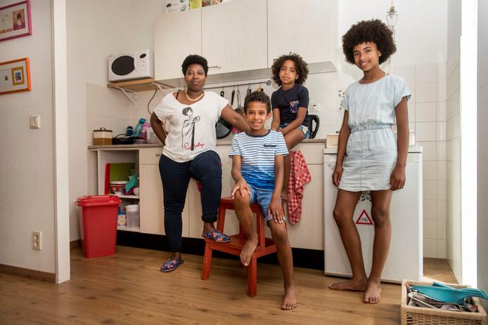 Muka Cariza en haar kinderen Kobe, Nala en Marlie.