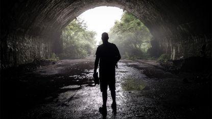 Vlaming gaat geheime ondergrondse basis van Joegoslavische luchtmacht filmen, maar staat plots midden in een mijnenveld